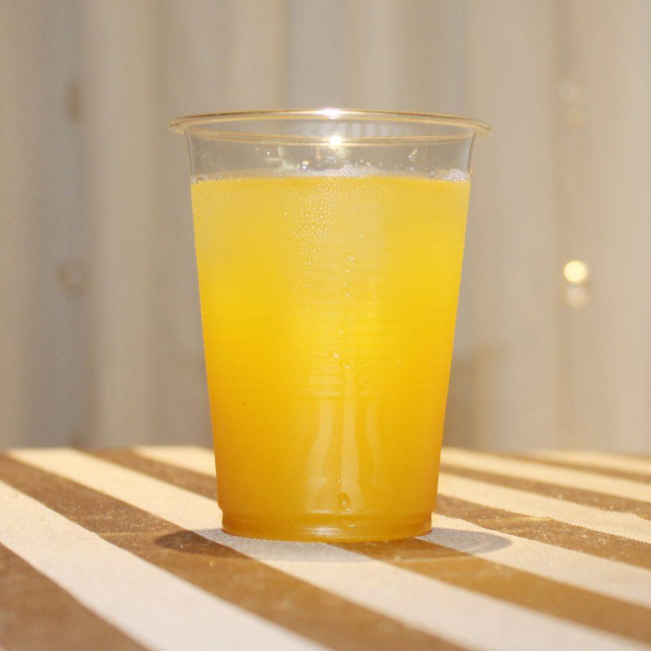 大阪会場-04 osaka   焼酎甲類をグラス1/3程度注ぐ 氷を2~3個入れる マンゴージュースを1/3程度注ぐ ソーダで満たして出来上がり。     焼酎:NIPPON マンゴージュース ソーダ