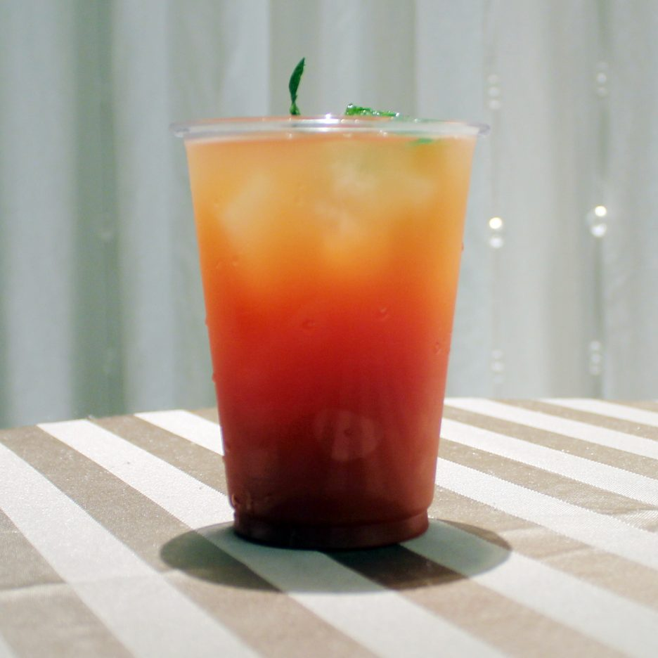 大阪会場-13 osaka   焼酎甲類をグラス1/3程度注ぐ 氷を2~3個入れる グレープフルーツジュースを1/3程度注ぐ トマトジュースを1/3程度注ぐ ライムを浮かべて出来上がり    焼酎:グランブルー グレープフルーツジュース トマトジュース ライム