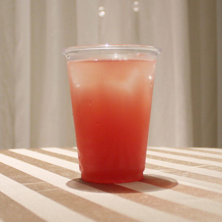 大阪会場-15 osaka   焼酎甲類をグラス1/3程度注ぐ 氷を2~3個入れる クランベリージュースを1/3程度注ぐ グレープフルーツジュースを1/3程度注ぐ    焼酎:三楽焼酎 TAKUMA 匠磨 クランベリージュース グレープフルーツジュース