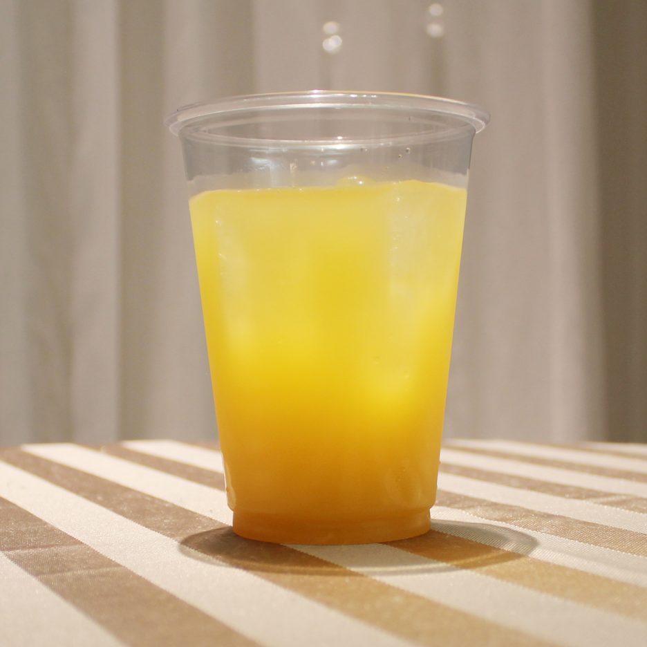 大阪会場-19 osaka   焼酎甲類をグラス1/3程度注ぐ 氷を2~3個入れる 抹茶リキュールを1/3程度注ぐ ミルクを適量いれて出来上がり。    焼酎:三楽焼酎 TAKUMA 匠磨 抹茶リキュール ミルク