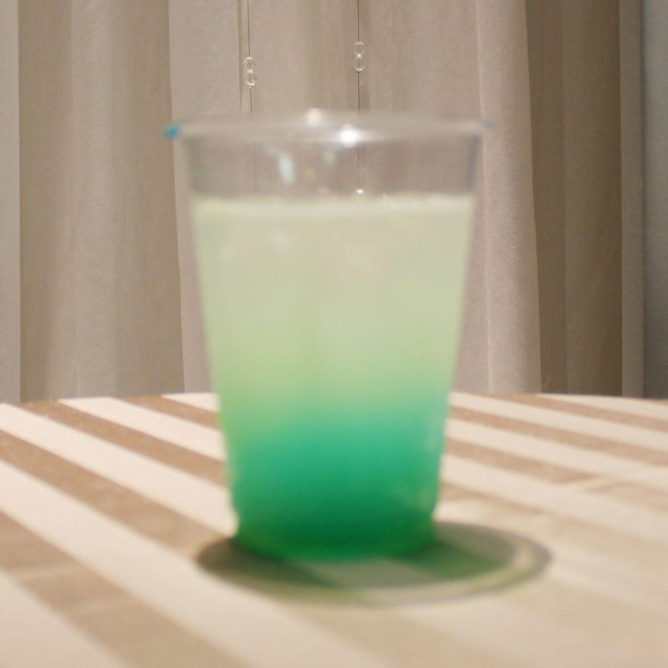 大阪会場-20 osaka   焼酎甲類をグラス1/3程度注ぐ 氷を2~3個入れる クランベリージュースを1/3程度注ぐ マンゴージュースを1/3程度注ぐ ソーダで満たして出来上がり。    焼酎:グランブルー クランベリージュース マンゴージュース ソーダ