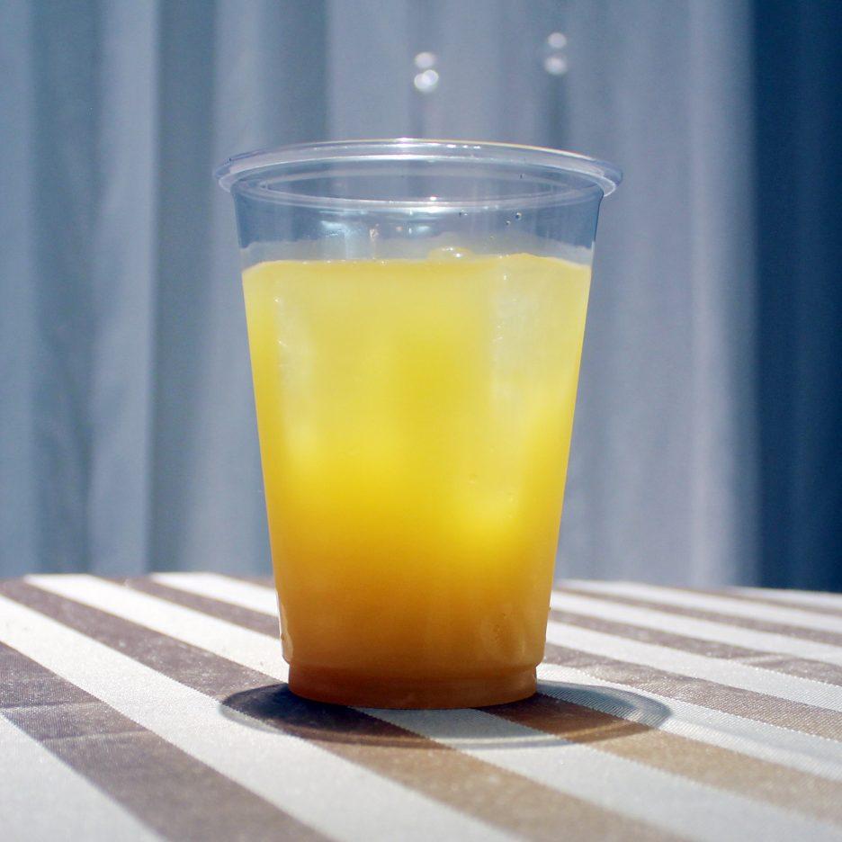 大阪会場-24 osaka   焼酎甲類をグラス1/3程度注ぐ 氷を2~3個入れる マンゴージュースを1/4程度注ぐ ソーダで満たして出来上がり    焼酎:トライアングル マンゴージュース ソーダ