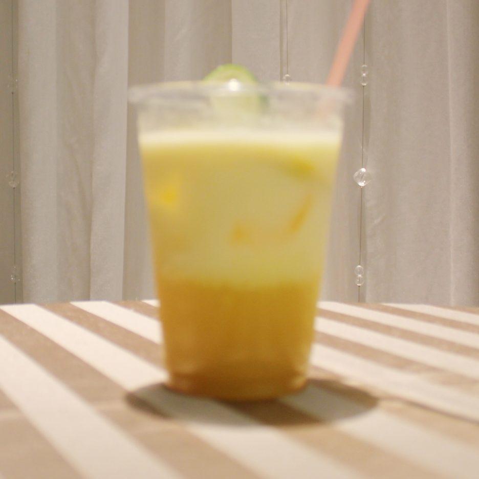大阪会場-26 osaka   焼酎甲類をグラス1/3程度注ぐ 氷を2~3個入れる マンゴージュースを1/3適量注ぐ ミルクで満たす ライムを浮かべて出来上がり    焼酎:グランブルー マンゴージュース ミルク ライム