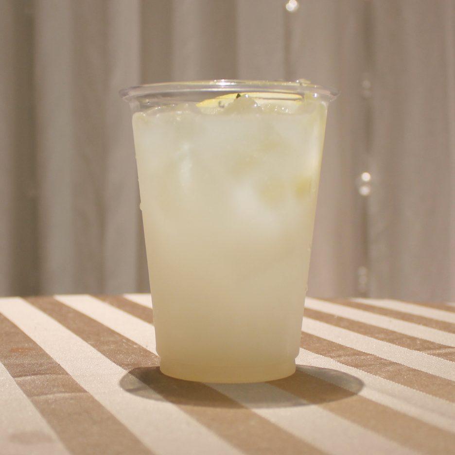 大阪会場-35 osaka   焼酎甲類をグラス1/3程度注ぐ 氷を2~3個入れる レモンシロップを1/3程度注ぐ カルピスソーダで満たす レモンスライスとライムを浮かべて出来上がり    焼酎:樹氷 レモンシロップ カルピスソーダー レモンスライス ライム