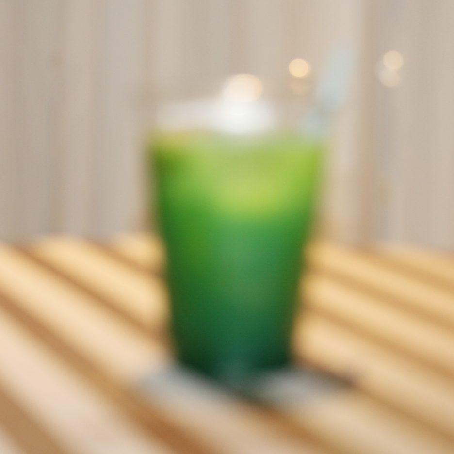 大阪会場-44 osaka   焼酎甲類をグラス1/3程度注ぐ 氷を2~3個入れる マンゴージュースを1/3程度注ぐ ブルーキュラソーを1/3程度注ぐ ソーダーで満たして出来上がり    焼酎:グランブルー マンゴージュース ブルーキュラソー ソーダー