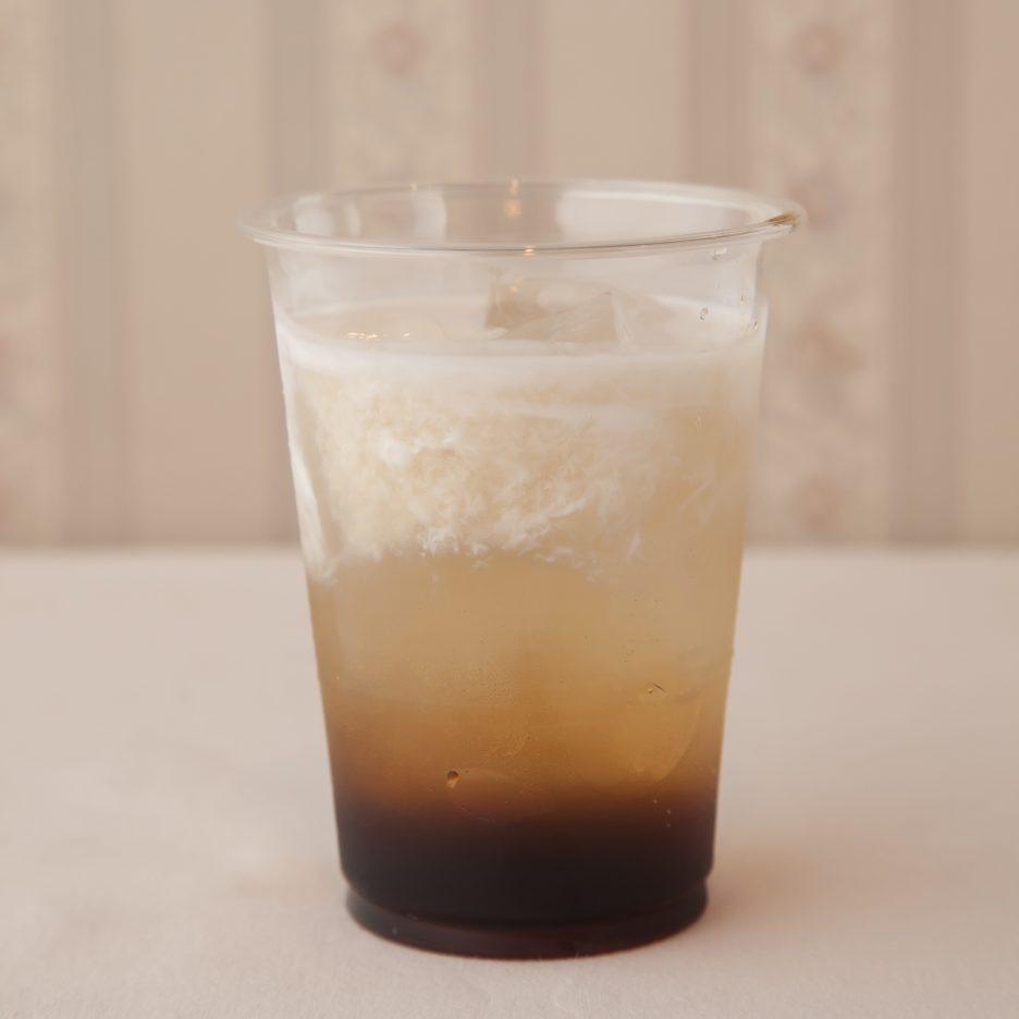 広島会場-13 hiroshima   カルーアをグラス1/3程度注ぐ 氷を2~3個入れる 焼酎甲類で満たし、 コーヒーフレッシュを適量注いで 出来上がり    焼酎:NIPPON カルーア (コーヒーリキュール) コーヒーフレッシュ