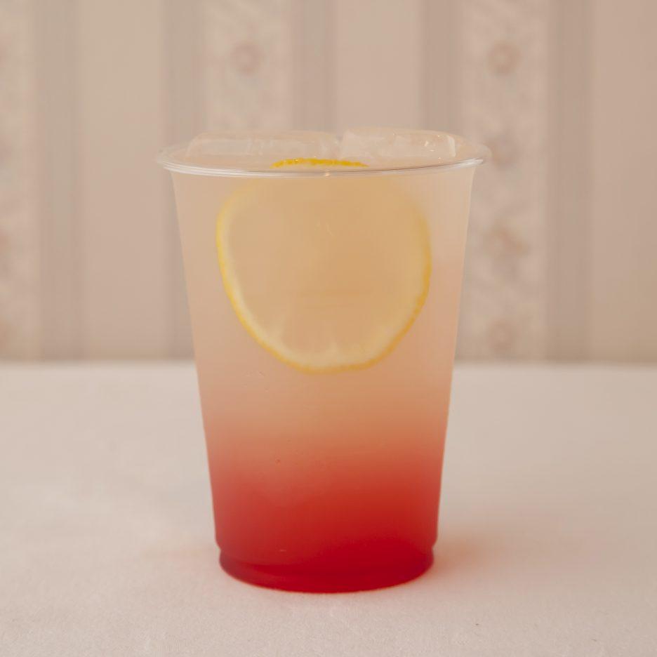 広島会場-14 hiroshima   焼酎甲類をグラス1/3程度注ぐ 氷を2~3個入れる グレナデン・シロップ を適量注ぐ、 グレープフルーツジュースを適量注ぐ、 ジンジャエールで満たし、 レモンスライスを浮かべて出来上がり    焼酎:NIPPON グレナデン・シロップ グレープフルーツジュース ジンジャエール レモンスライス