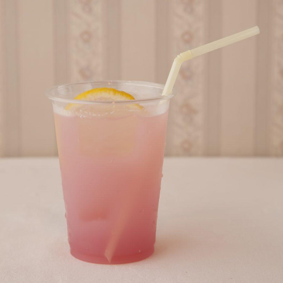 広島会場-17 hiroshima   焼酎甲類をグラス1/3程度注ぐ 氷を2~3個入れる クランベリージュースを1/3程度注ぐ、 カルピスソーダで満たし、 レモンスライスを浮かべて出来上がり    焼酎:トライアングル クランベリージュース カルピスソーダ レモンスライス