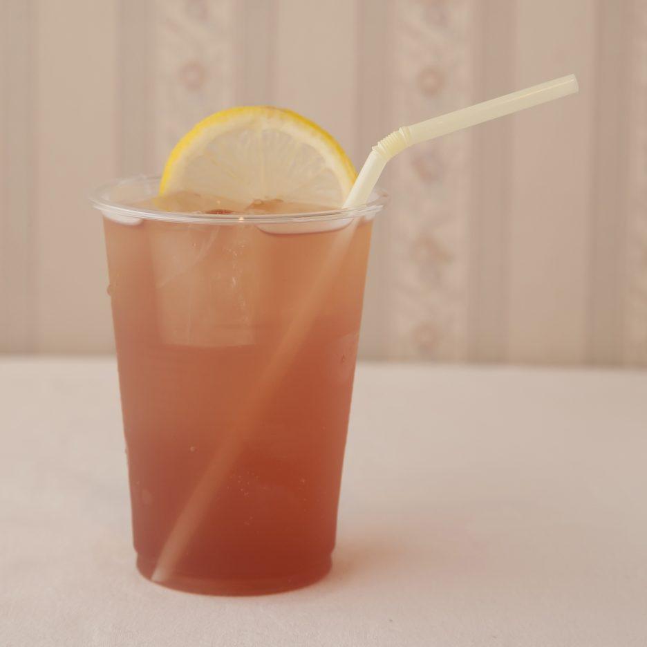 広島会場-25 hiroshima   焼酎甲類をグラス1/3程度注ぐ 氷を2~3個入れる レッドフルーツジュースを1/3程度注ぐ、 ジンジャエールで満たし、 レモンスライスを浮かべて出来上がり    焼酎:三楽焼酎 TAKUMA 匠磨 レッドフルーツジュース ジンジャエール レモンスライス