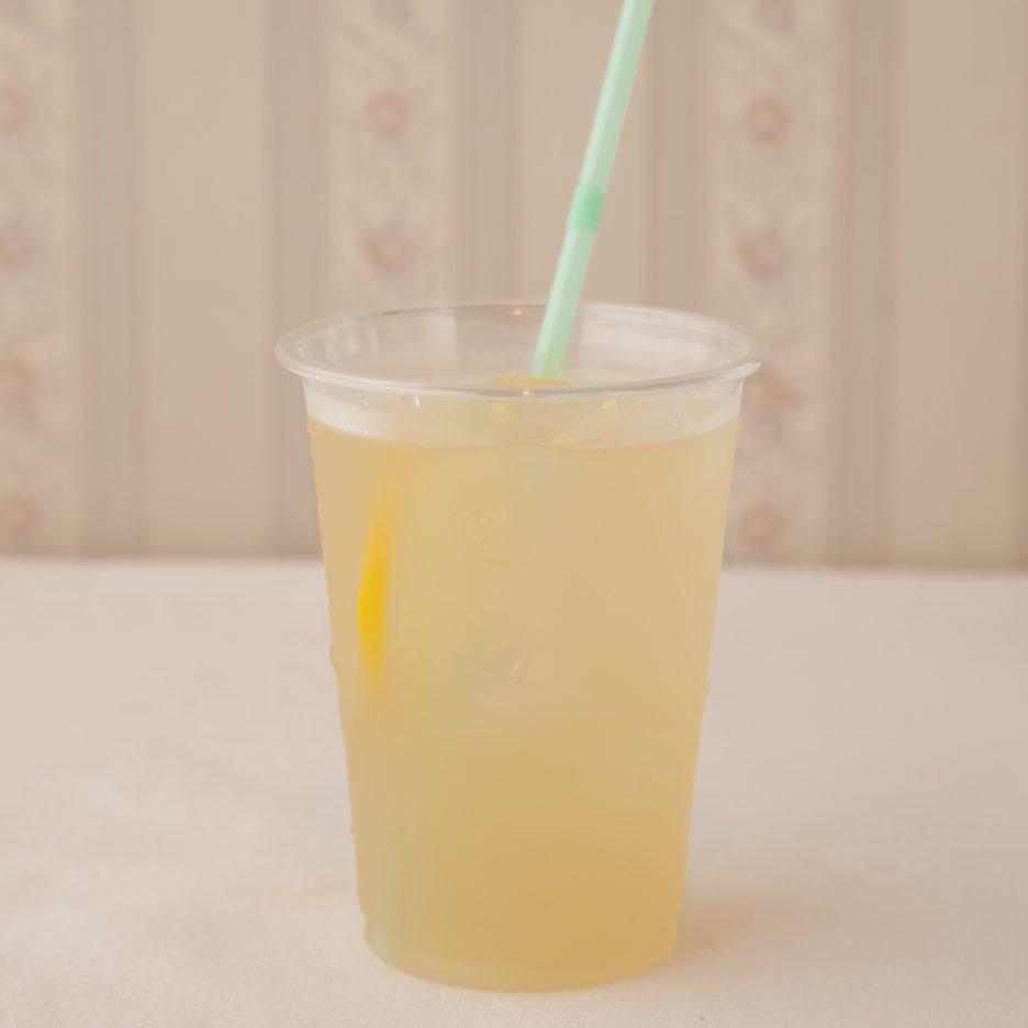 広島会場-27 hiroshima   焼酎甲類をグラス1/3程度注ぐ 氷を2~3個入れる パイナップルジュースを1/3程度注ぐ、 ソーダで満たし、 レモンスライスを浮かべて出来上がり    焼酎:SAZAN パイナップルジュース ソーダ
