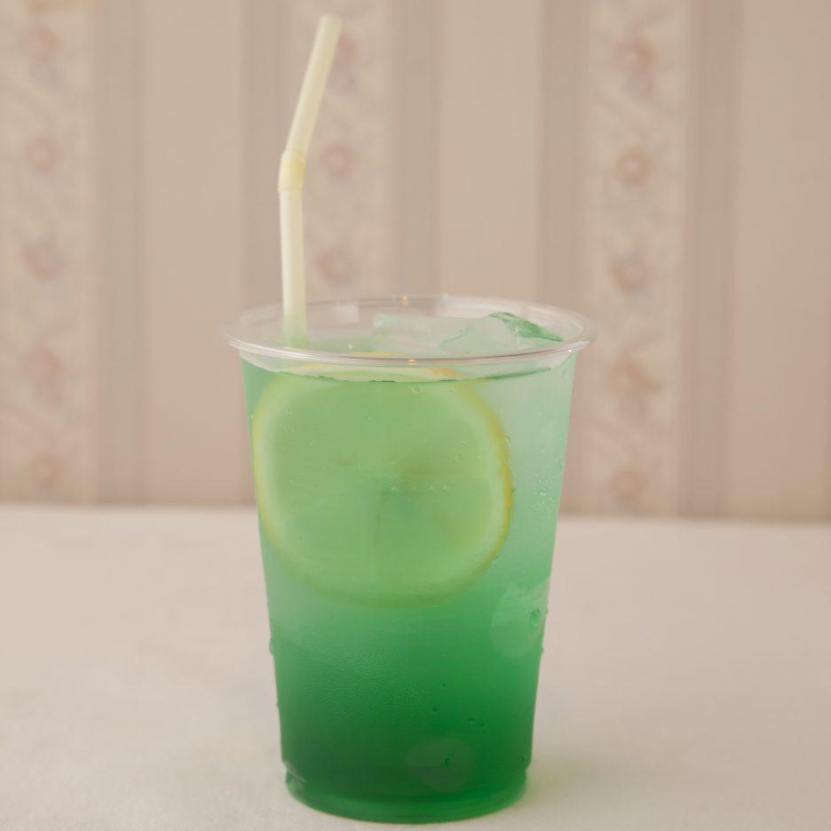 広島会場-31 hiroshima   焼酎甲類をグラス1/3程度注ぐ 氷を2~3個入れる クレーム ド ミントを1/3程度注ぐ、 ジンジャエールで満たし、 レモンスライスを浮かべて出来上がり    焼酎:樹氷 クレーム ド ミント ジンジャエール レモンスライス
