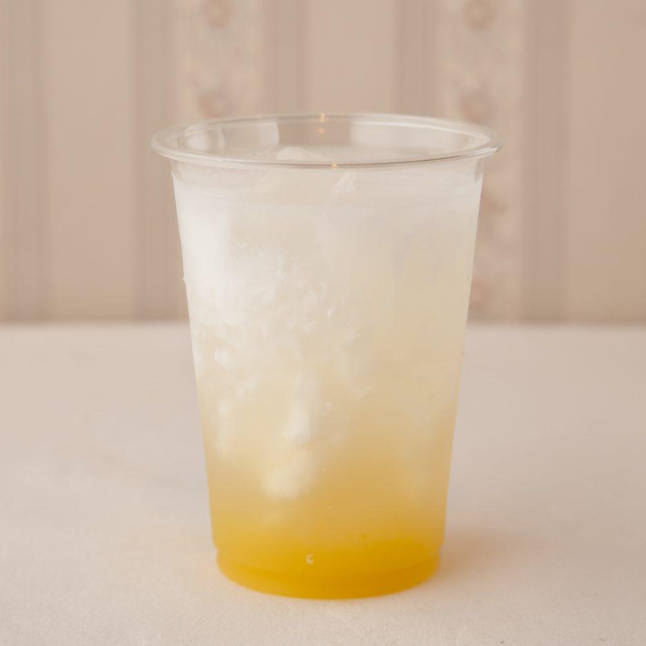 広島会場-36 hiroshima   焼酎甲類をグラス1/3程度注ぐ 氷を2~3個入れる マンゴーージュースを10㎖注ぐ、 レモンジュース20㎖で満たし、 コーヒーフレッシュ2コを入れて出来上がり    焼酎:グランブルー レモンジュース マンゴージュース コーヒーフレッシュ
