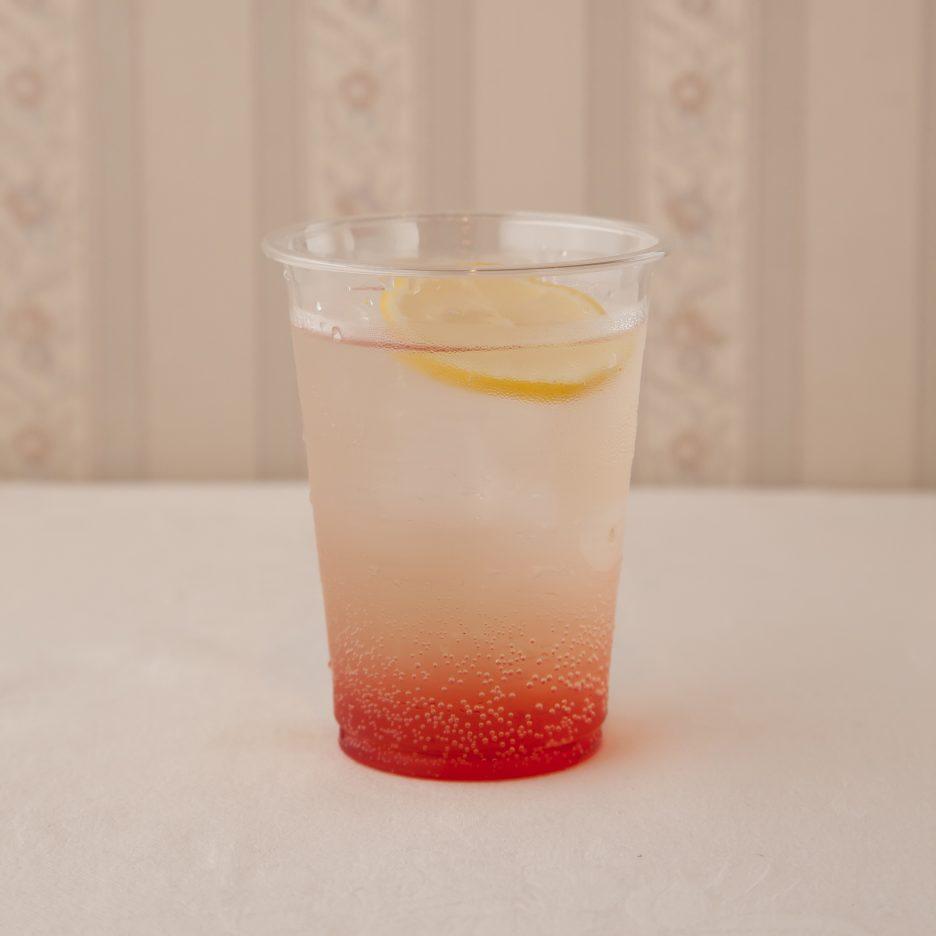 広島会場-40 hiroshima   焼酎甲類をグラス1/3程度注ぐ 氷を2~3個入れる グレナデン・シロップを1/3程度注ぐ、 ジンジャエールで満たし、 レモンスライスを浮かべて出来上がり    焼酎:NIPPON グレナデン・シロップ ジンジャエール レモンスライス