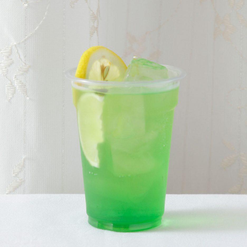 京都会場-03 kyoto   焼酎甲類をグラス1/3程度注ぐ 氷を2~3個入れる バナナリキュール:30ml ソーダで満たし、 レモンスライスとライムで 飾って出来上がり    焼酎:グランブルー バナナリキュール ソーダ レモン ライム