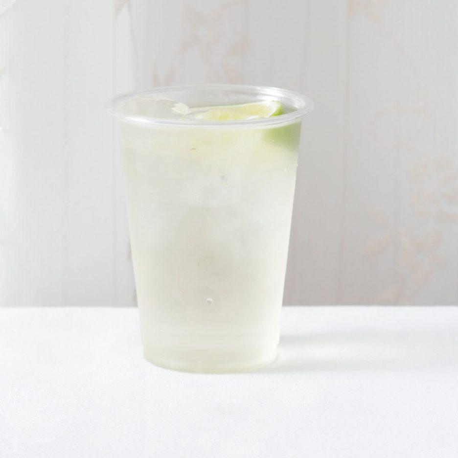 京都会場-11 kyoto   焼酎甲類をグラス1/3程度注ぐ 氷を2~3個入れる キウイ酒を1/3程度注ぐ クラブソーダで満たして ライムを浮かべて出来上がり    焼酎:NIPPON キウイ酒 クラブソーダ ライム