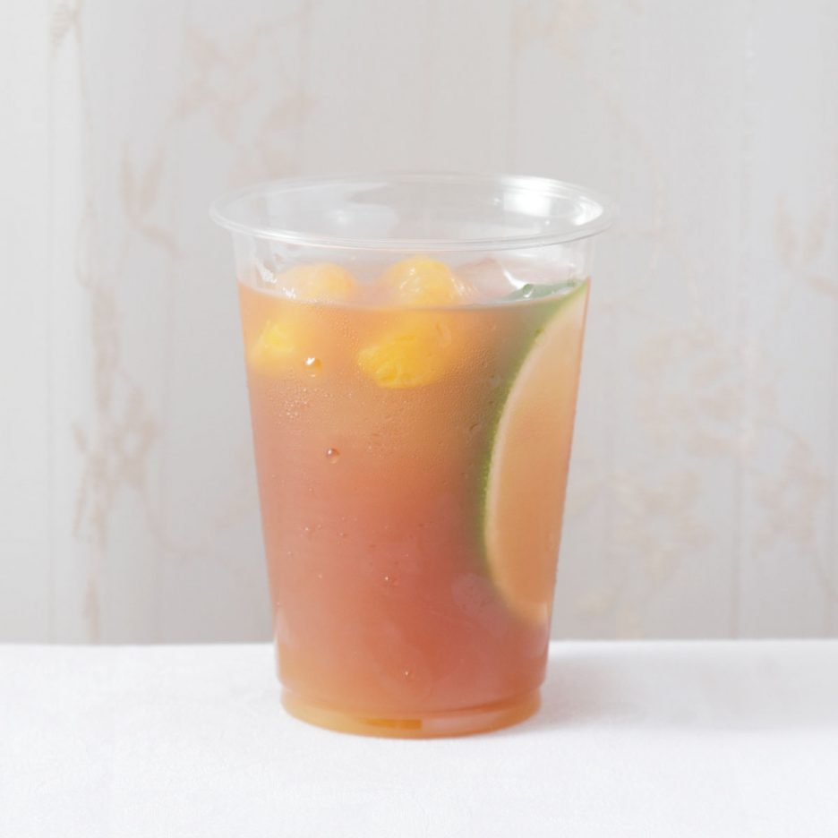 京都会場-19 kyoto   焼酎甲類をグラス1/3程度注ぐ 氷を2~3個入れる ポングレープジュースを1/3程度注ぐ マンゴージュースを1/3程度注ぐ みかんとライムを浮かべて出来上がり    焼酎:NIPPON ポングレープジュース マンゴージュース みかん ライム