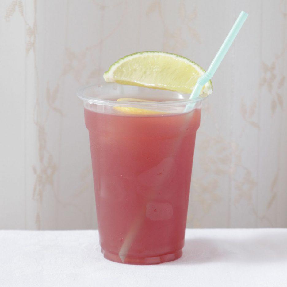 京都会場-26 kyoto   焼酎甲類をグラス1/5程度注ぐ 氷を2~3個入れる レッドフルーツジュースを3/5程度注ぐ グレープフルーツジュースを1/5程度注ぐ レモンスライスとライムを浮かべて 出来上がり    焼酎:NIPPON レッドフルーツジュース グレープフルーツジュース レモン ライム