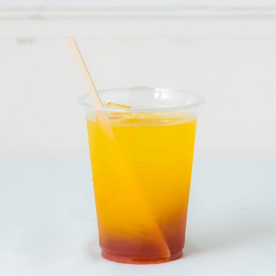 松山会場-02 matsuyama   焼酎甲類をグラス1/3程度注ぐ 氷を2~3個入れる PONグレープを1/3程度注ぐ マンゴージュースで満たして出来上がり    焼酎:グランブルー マンゴージュース PONグレープジュース