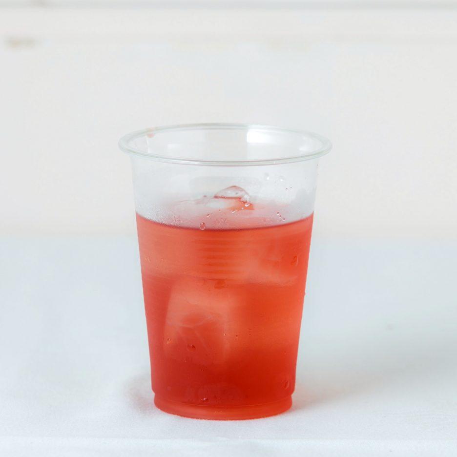 松山会場-04 matsuyama   焼酎甲類をグラス1/3程度注ぐ 氷を2~3個入れる ベリー系ジュースを1/3程度注ぐ ソーダで満たして出来上がり    焼酎:SAZAN ベリー系ジュース ソーダ