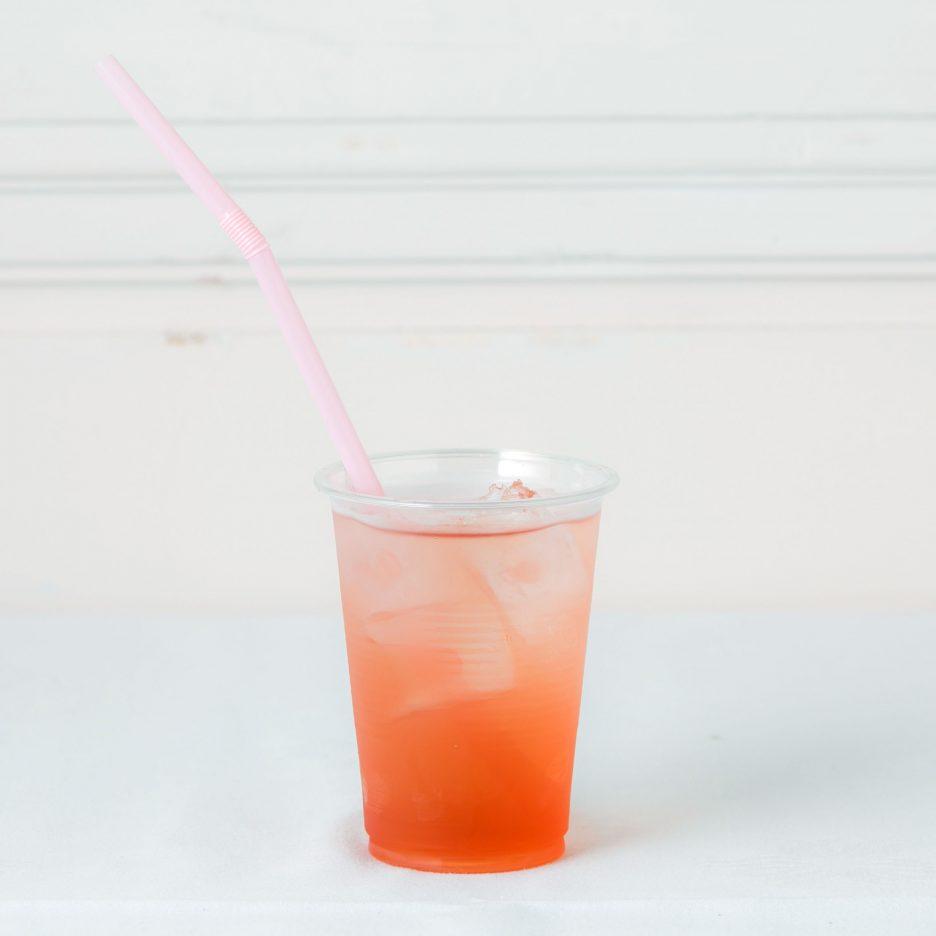 松山会場-06 matsuyama   焼酎甲類をグラス1/3程度注ぐ 氷を2~3個入れる ベリー系ジュースを1/3程度注ぐ ソーダで満たして出来上がり    焼酎:SAZAN ベリー系ジュース ソーダ