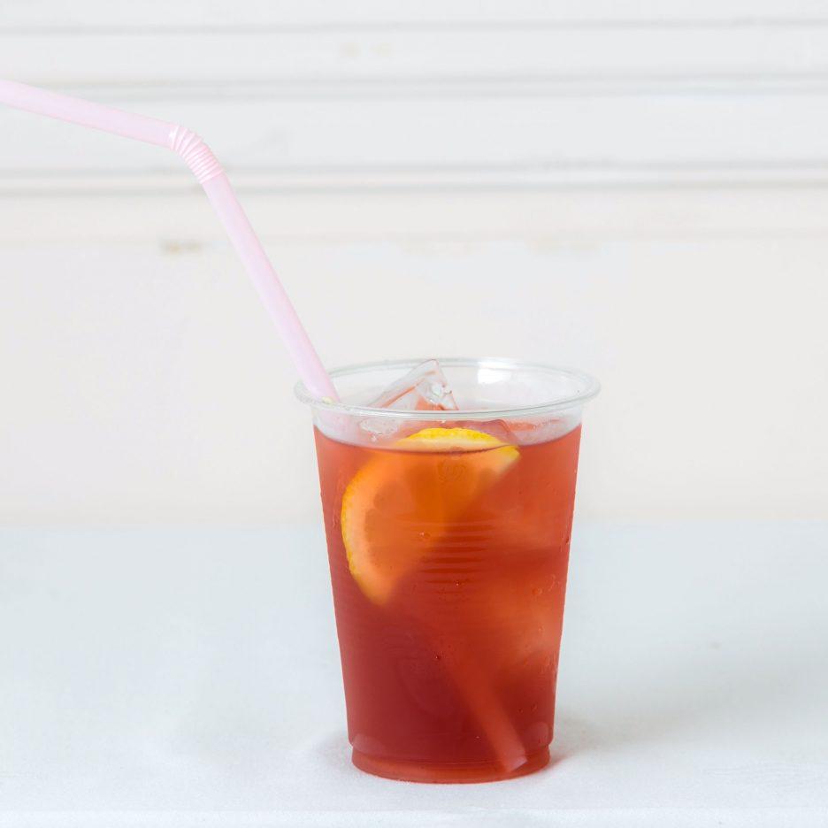松山会場-09 matsuyama   焼酎甲類をグラス1/3程度注ぐ 氷を2~3個入れる ベリー系ジュースで満たし、 レモンを浮かべて出来上がり    焼酎:トライアングル ベリー系ジュース ソーダ レモン