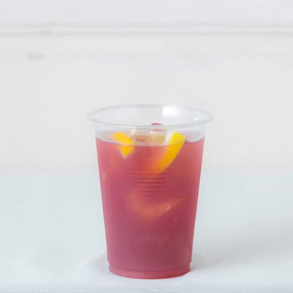 松山会場-10 matsuyama   焼酎甲類をグラス1/3程度注ぐ 氷を2~3個入れる グレープジュースで満たし、 レモンを浮かべて出来上がり    焼酎:NIPPON PONグレープジュース レモン