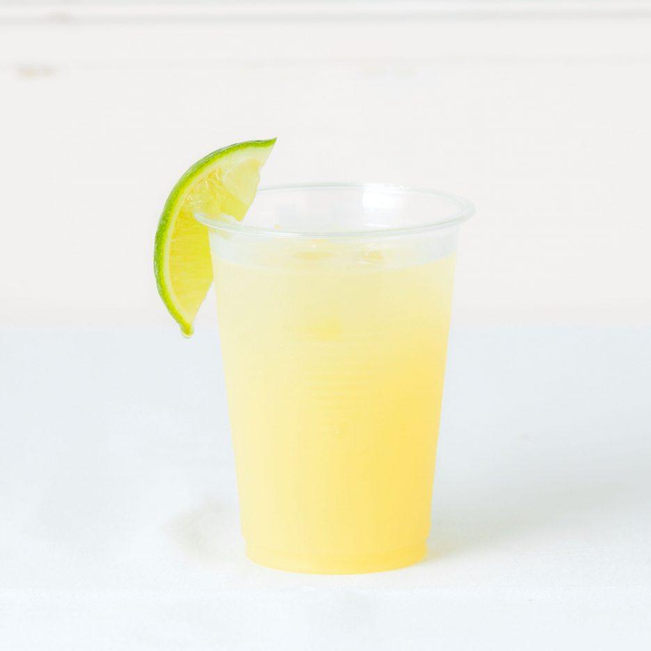 松山会場-15 matsuyama   焼酎甲類をグラス1/3程度注ぐ 氷を2~3個入れる オレンジジュースとグレープフルーツジュースを 合わせて1/3程度注ぐ、 カルピスソーダで満たし、 ライムを浮かべて出来上がり    焼酎:グランブルー オレンジジュース グレープフルーツジュース カルピスソーダ ライム
