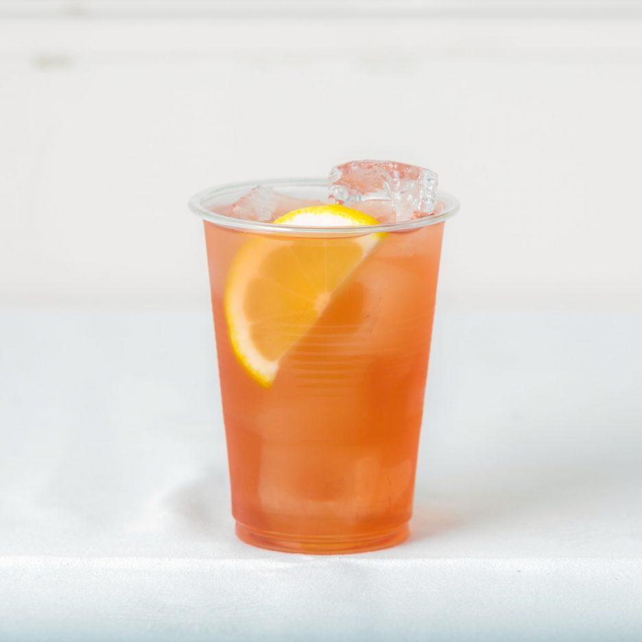 松山会場-17 matsuyama   焼酎甲類をグラス1/3程度注ぐ 氷を2~3個入れる クランベリージュースで満たし、 レモンスライスを浮かべて出来上がり    焼酎:トライアングル クランベリージュース レモンスライス