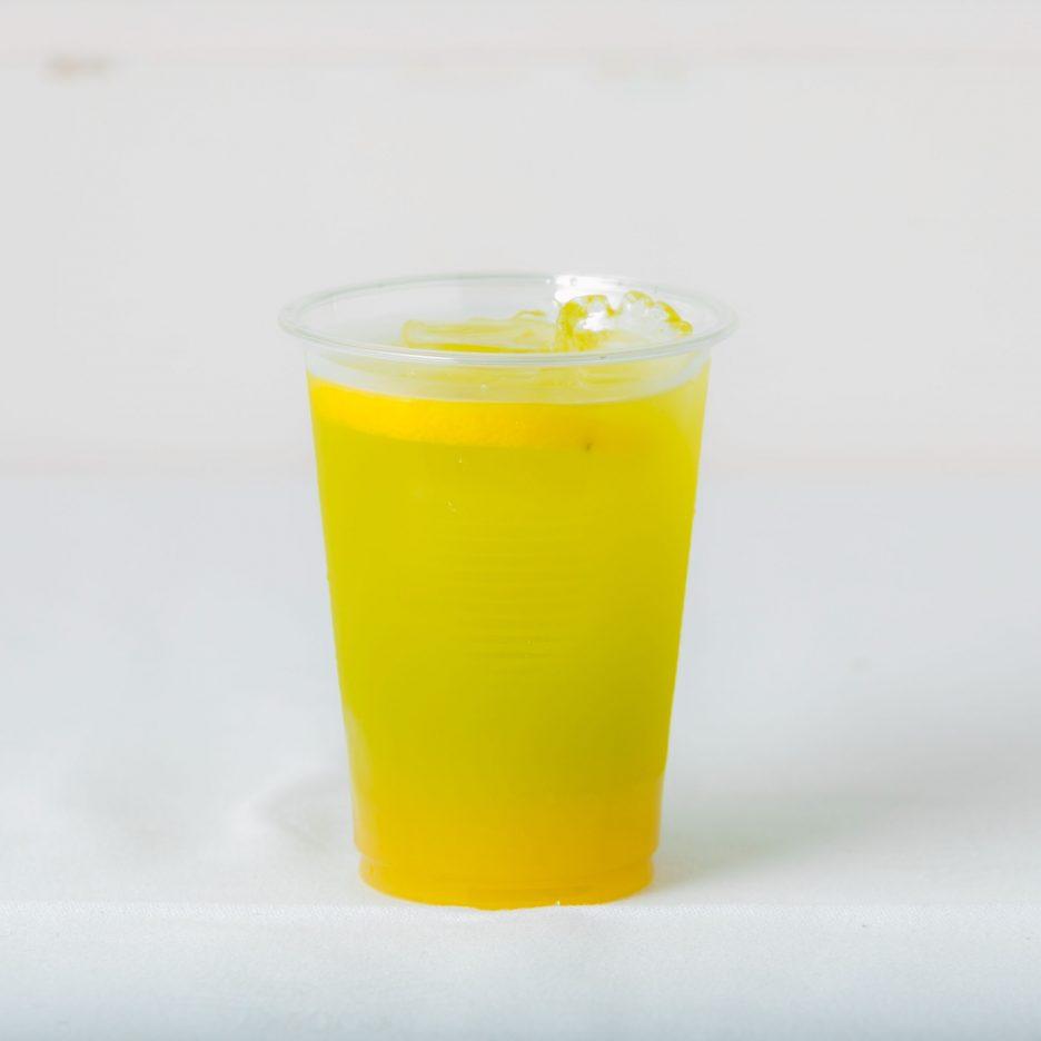 松山会場-25 matsuyama   焼酎甲類をグラス1/3程度注ぐ 氷を2~3個入れる ネーブルジュースを1/3程度注ぐ、 バナナリキュールで満たし、 レモンスライスを浮かべて出来上がり    焼酎:NIPPON ネーブルジュース グリーンバナナリキュール レモンスライス