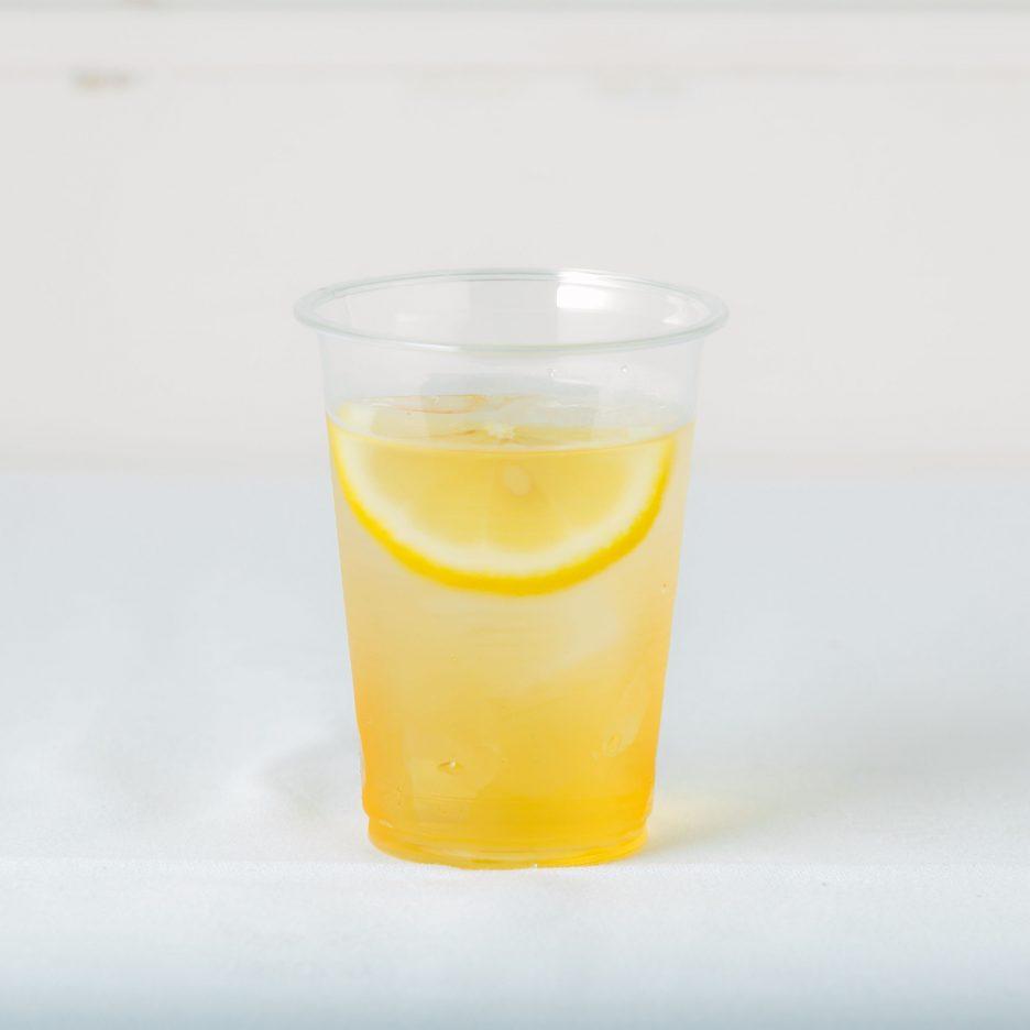 松山会場-27 matsuyama   焼酎甲類をグラス1/3程度注ぐ 氷を2~3個入れる アップルジュースを1/3程度注ぐ、 ソーダで満たし、 レモンスライスを浮かべて出来上がり    焼酎:SAZAN アップルジュース ソーダ レモンスライス