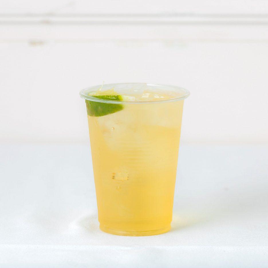 松山会場-30 matsuyama   焼酎甲類をグラス1/3程度注ぐ 氷を2~3個入れる アップルジュースを1/3程度注ぐ、 ジンジャエールで満たし、 ライムを浮かべて出来上がり    焼酎:グランブルー アップルジュース ジンジャエール ライム