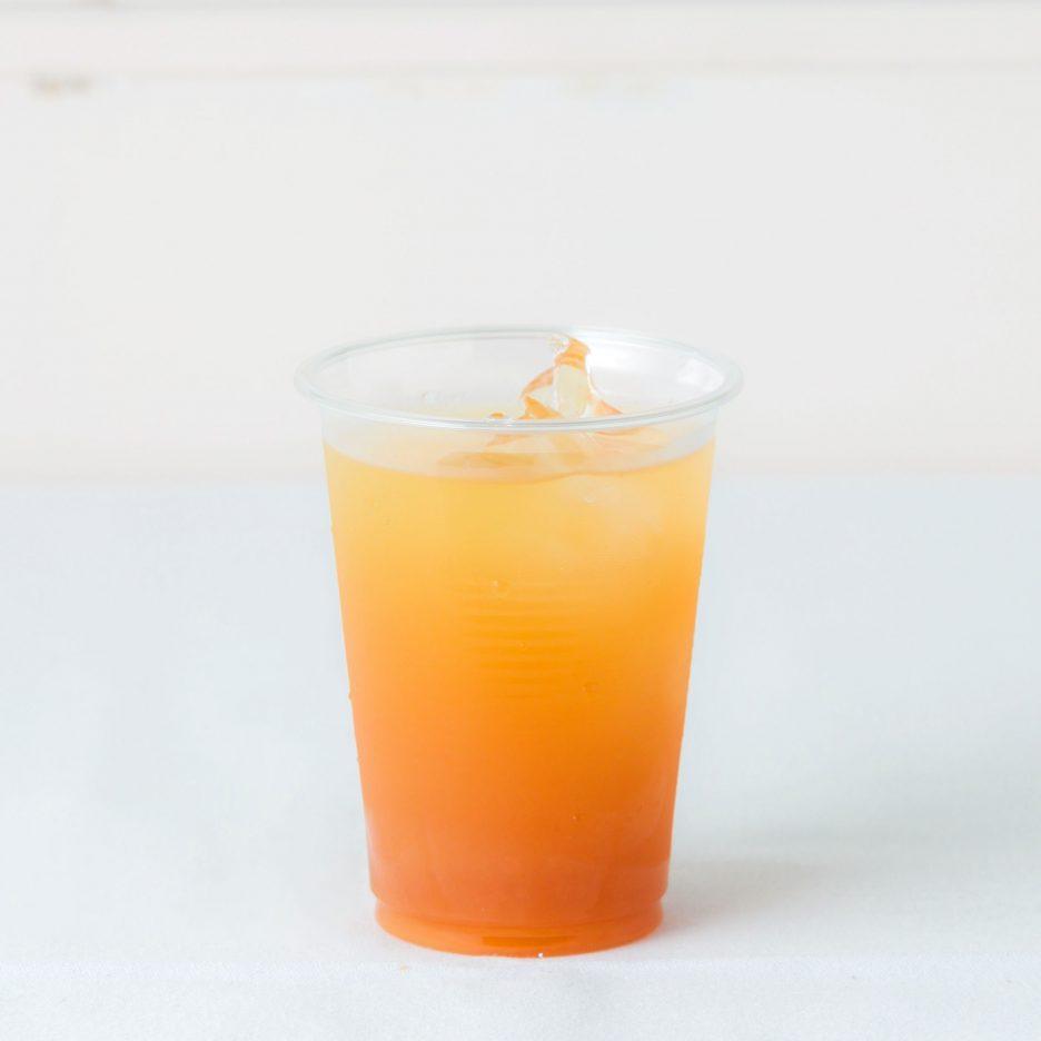 松山会場-39 matsuyama   焼酎甲類をグラス1/3程度注ぐ 氷を2~3個入れる クランベリージュースを1/3程度注ぐ、 オレンジジュースで満たして出来上がり    焼酎:NIPPON クランベリージュース オレンジジュース